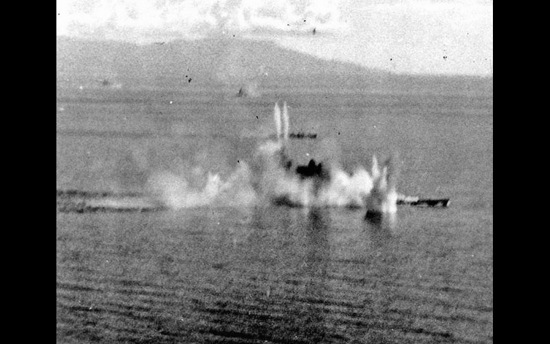 Sibuyan Sea: IJN superbattleship Musashi under attack and later sunk by Halsey's planes
